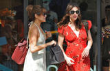 Eva Mendes (Ева Мендес) - Страница 2 Th_52074_Liv_Tyler_and_Eva_Mendes_walk_in_the_West_Village_May_1_2010_01_122_148lo