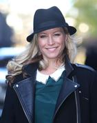 th_72397_Tikipeter_Denise_Van_Outen_outside_the_London_Studios_013_122_179lo.jpg