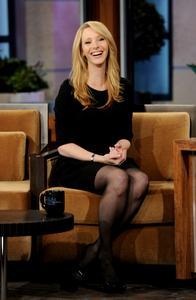 Лиса Кудроу, фото 6. Lisa Kudrow The Tonight Show with Jay Leno - July 05, 2011, photo 6