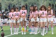 SNSD biểu diễn trên sân vận động cổ vũ cho trấn đấu bóng giải vô địch Th_01414_08_122_471lo