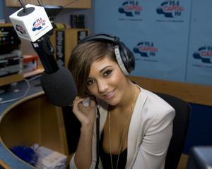 Nov 24, 2010 - Frankie Sandford - Global Radio Studios in London Th_44075_tduid1721_Forum.anhmjn.com_20101129221536006_122_474lo