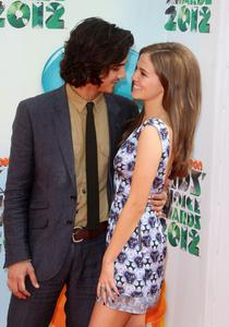 http://img194.imagevenue.com/loc52/th_358343752_CFF_Zoey_Deutch_Nickelodeons_25th_Annual_Kids_Choice_Awards_In_LA_March_31_2012_015_122_52lo.jpg