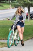 Кристен Белл, фото 8386. Kristen Bell On bicycle in Los Feliz FEB-28-2012, foto 8386
