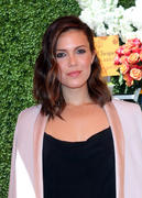 http://img194.imagevenue.com/loc532/th_056881834_MandyMoore_TheFourthAnnualVeuveClicquotPoloClassic9_122_532lo.jpg