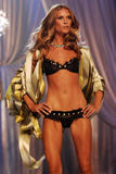 th_08342_fashiongallery_VSShow08_Show-229_122_537lo.jpg
