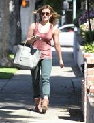 http://img194.imagevenue.com/loc538/th_566857769_Hilary_Duff_leaving_hair_salon7_122_538lo.jpg
