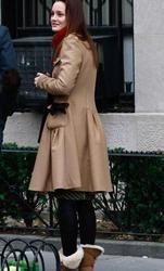 "Nov 30, 2010 - Leighton Meester - On The Set Of ""Gossip Girl"" Th_68230_tduid1721_Forum.anhmjn.com_20101201084723011_122_580lo"