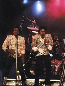 1984 VICTORY TOUR  Th_754081527_6884036498_e8f863b4e7_b_122_79lo